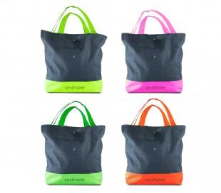 382516 Bolsa de playa con doble asa y detalles fluorescentes y pantalones vaquer
