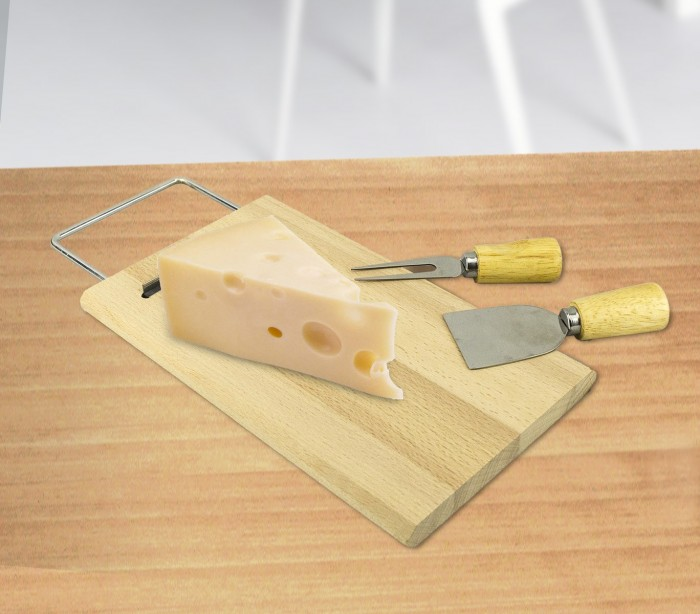 689378 tabla de cortar queso madera betulla con tenedor y for Cortar madera con radial