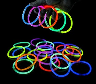 Set de 15 pulseras de colores fluorescentes que brillan en la oscuridad GLOW IN THE DARK